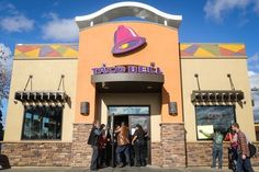 Des Moines man live tweets being trapped in a Taco Bell drive-thru