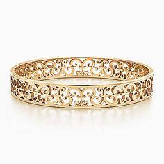 Tiffany Enchant® narrow bangle in 18k gold, medium.