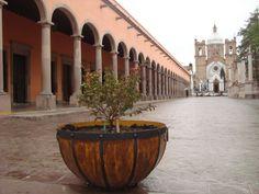 Declarado Pueblo Mágico en 2012. Nochistlán fue fundado por los españoles cerca de 1532 bajo el nombre de Guadalajara, misma que posteriormente tuvo que migrar al estado de Jalisco ya que los caxcanes, antiguos pobladores del sitio, eran muy agresivos y defendían su territorio.