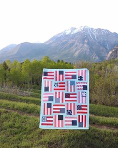 Inspired by Americana folk art, a US Flags Quilt pattern by Amy Smart called Flying Flags. Precuts and beginner friendly perfect for the 4th of July.