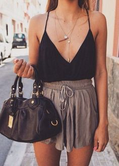 Gorgeous 48 Cut Off Short Summer Outfits to Your Must Try http://clothme.net/2018/02/13/48-cut-off-short-summer-outfits-must-try/
