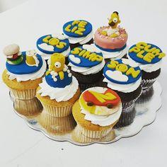 Porque sabemos que eres fanático de la serie animada los Simpson. Una muestra más de un detalle perfecto.  #cupcakegourmet #magdalenas #cupcakes #pzo #entusmejoresmomentos #bakery #ciudadguayana #puertoordaz #lossimpsons #bartsimpson #homerosimpson #pasteleriaamericana #cupcakegram