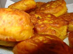 Use hot oil to deepfry the pumpkin fritters (they absorb less oil this way) Drain on paper towel Pumpkin fritters drenched in caramel. Quick Healthy Meals, Easy Meals, Easy Recipes, Pumpkin Fritters, Caribbean Recipes, Caribbean Food, Cooking For Two, Sweet Sauce, Healthy Vegetables