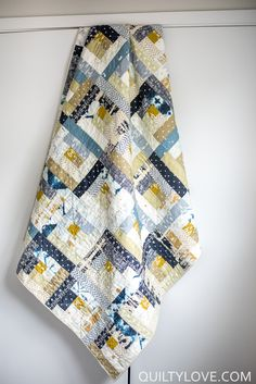 Observer Log Cabin Quilt - Quilty Love - Scrappy log cabin quilt using indigo fabrics. Log cabin quilt using the Art Gallery Observer fabri - Blue Quilts, Scrappy Quilts, Easy Quilts, Patchwork Quilting, Mini Quilts, Diy Log Cabin, Log Cabin Quilts, Log Cabins, Hand Quilting Patterns