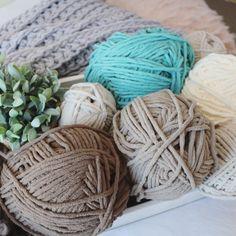 Crochet a King Size Farmhouse Blanket - Free pattern - MJ's off the Hook Designs Crochet Hooks, Free Crochet, Easy Crochet, Chunky Crochet, Knit Crochet, Crochet Blanket Patterns, Afghan Crochet, Poncho Patterns, Crochet Bedspread