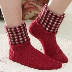 Ohje: Neulotut Pepita-sukat Knitting Socks, Hand Knitting, Pepsi, Mittens, Tartan, Tweed, Fashion, Tricot, Glove