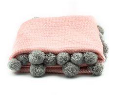 Pompom Blanket Pink - Close Up