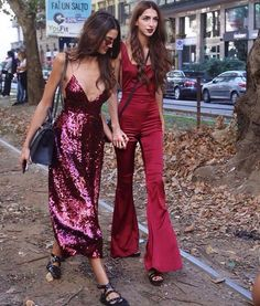 These New Years Eve outfit ideas are perfect for your party! From sequin dresses and pantsuits to fur coats and glitter, here are cute outfits for NYE! Mode Glamour, Look Fashion, Womens Fashion, Look Street Style, New Years Eve Outfits, Sequin Dress, Sequin Jumpsuit, Red Jumpsuit, Pink Sequin