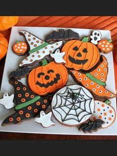 2015 Halloween Party Halloween Royal Icing Cookies - Food with Smile Pumpkin, Spider Web, witch hat Halloween Desserts, Table Halloween, Postres Halloween, Halloween Cookies Decorated, Halloween Sugar Cookies, Halloween Goodies, Halloween Food For Party, Kawaii Halloween, Pumpkin Sugar Cookies