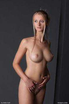 Good looking blonde is giving a smile - Femjoy - SimpleNu