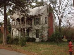 c. 1790 - Halifax, NC - $28,000 - Old House Dreams This lovely old home has been sadly neglected -but still stands proud.