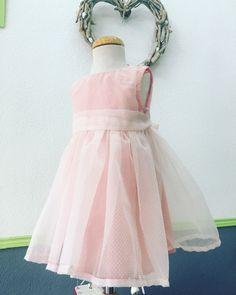 Vestidos precioso de Vilma! #hanmade #diy #costura #clasesdecostura #fashion #costuramadrid #patronaje #modamadrid #escuelascostura #telasmadrid #clasesdivertidas #coseresfacil
