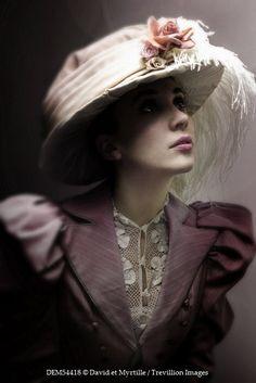 David et Myrtille HISTORICAL WOMAN IN HAT Women