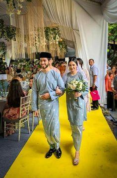 Muslimah Wedding Dress, Muslim Wedding Dresses, Dream Wedding Dresses, Wedding Attire, Bridal Dresses, Wedding Gowns, Kebaya Wedding, Malay Wedding Dress, Plain Wedding Dress