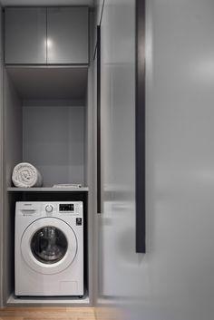 Apartamento pequeno com prohjeto que prioriza a circulação. Confira no link esta e mais imagens! (Foto: Escanhuela Photo/Divulgação) #apartamento #apartment #decor #decoração #decoration #laundry #lavanderia #casavogue