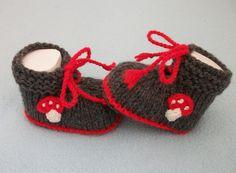 Strick- & Häkelschuhe - Babyschuhe Pilz - ein Designerstück von strickmarlen bei DaWanda
