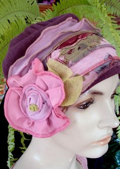 Pile e maglina?Womens Elegant hat Womens beanie Headband Soft Chemo headwear Flapper hat Bohemian with flower Flapper Hat, Headband Styles, Love Hat, Scarf Hat, Diy Hair Accessories, Clothes Crafts, Cool Hats, Bandeau, Unisex