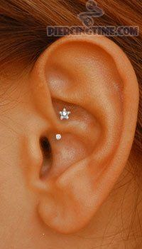 From all the different types of ear piercings (we're talking tragus, helix and daith), your need to know on aftercare, prices and infections and even some of ideas of what to get, we've done all the hard work for you. Piercing Tattoo, Piercing No Lóbulo, Piercing Implant, Piercing Orbital, Piercing Cartilage, Cute Ear Piercings, Body Piercings, Daith Piercing Jewelry, Unique Piercings