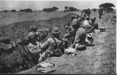 British Troops dig in. War Novels, Armed Conflict, Powerful Images, British Colonial, British Army, African History, History Books, World War I, Military History