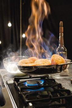 Unsere Gaskochfelder. Da ist jeder Feuer und Flamme. Mit NEFF wird Kochen zum Vergnügen.