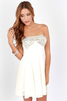 Now that the Bow and Steady Strapless Ivory Sequin Dress is here, feel free to celebrate! The real glamour comes from a bow covered in silver sequins and beads. Sexy Dresses, Cute Dresses, Beautiful Dresses, Prom Dresses, Sadies Dress, Holiday Fashion, Holiday Style, Special Occasion Outfits, Online Dress Shopping
