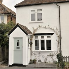 Cute cottage with painted front door. This is what I want the front to look like eventually Cottage Front Doors, Cottage Porch, Cute Cottage, Cottage Exterior, Cottage Style, Urban Cottage, Exterior Homes, Cottage Ideas, Cottage Living