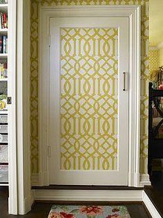 Little Green Notebook: House Beautiful 101 Makeovers - Small Wallpapering Projects Wallpaper Door, Little Green Notebook, Door Murals, Beautiful Interior Design, Old Doors, Barn Doors, Bedroom Doors, Decoration, Home Remodeling