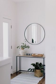 front entry styling love this interior design! It's a great idea for home decor. Home design. Decor, Minimalism Interior, Home Decor Inspiration, Simple House, Living Room Interior, House Interior, Home Interior Design, Interior Design, Modern Interior
