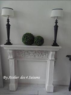 Par www.atelierdes4saisons.com Manteau de #cheminée #patiné pour une ambiance chaleureuse.