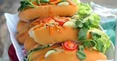 Recipe for Panes con Pollo Salvadoreños. In this recipe we will teach anyone how to cook authentic Salvadorean Panes con Pollo Pan Con Pollo Recipe, Pan Salvadoreño, El Salvador Food, San Salvador, Salvadoran Food, Recetas Salvadorenas, Pan Relleno, Chicken Sandwich Recipes, Comida Latina