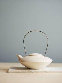 Jotun_new_comfort // Photo Siren Lauvdal Pottery Teapots, Ceramic Teapots, Ceramic Bowls, Ceramic Pottery, Ceramic Art, Intelligent Design, Wheel Thrown Pottery, Tea Art, Japanese Ceramics