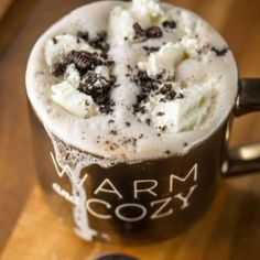Slow Cooker Cookies and Cream Hot Chocolate - Slow Cooker Gourmet Beverages, Drinks, Cool Bars, Cookies And Cream, Slow Cooker Recipes, Hot Chocolate, Latte, Treats, Goal