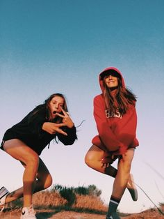 15 Fotos para tomarte con tu mejor amiga inmediatamente 15 photos to take with your best friend immediately Bff Pics, Cute Friend Pictures, Girl Pics, Cute Photos, Funny Pictures, Foto Best Friend, Best Friend Fotos, Best Friend Pics, Best Friend Miss You
