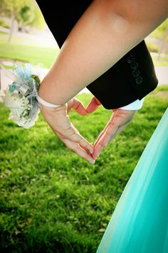 More❤️ prom picture ideas Prom Pictures Couples, Homecoming Pictures, Prom Couples, Prom Photos, Dance Pictures, Prom Pics, Teen Couples, Maternity Pictures, Couple Shoot