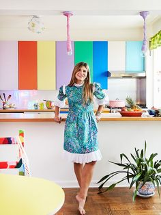 Inside Susan Alexandra's New York apartment//color blocked kitchen cabinets