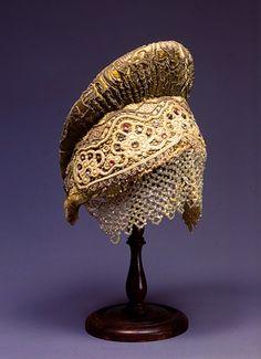 Kokoshnik – women's headdress decorated with pearls. Novgorod Province, Russia, early 19th century. #Russian #folk #national #costume