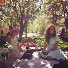 Like a novel of Jane Auten... http://luciabe.blogspot.com.es/2013/05/sin-internet-pero-mas-conectada-que.html