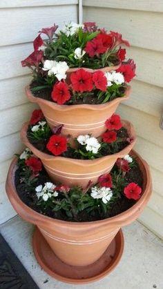 #ContainerGardening / Summer #FlowerPot idea. Pic source: https://s-media-cache-ak0.pinimg.com/originals/f1/3d/04/f13d04cba04f586469fc121313f2f849.jpg
