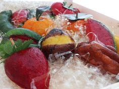 la frutta martorana è tipico dolce della pasticceria siciliana. L'uso delle mandorle o della farina influisce sul sapore che volete abbia il vostro dolce.