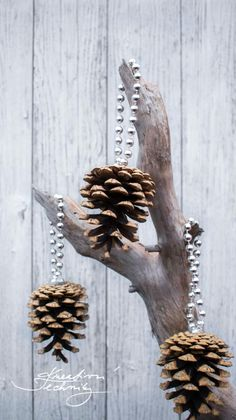 Nordic Christmas Decorations, Christmas Wood Crafts, Christmas Origami, Diy Christmas Ornaments, Diy Christmas Gifts, Christmas Projects, Rock Crafts, Diy Home Crafts, Pine Cone Crafts