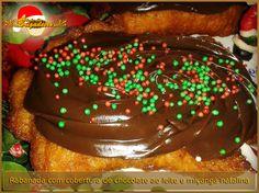 Rabanada com cobertura de Chocolate ao Leite e miçangas de açúcar nas cores verde e vermelho, para colorir ainda mais o seu Natal ;)