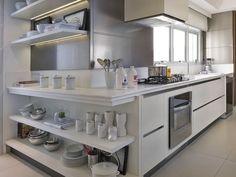 Ideias de prateleiras na cozinha para deixar tudo à mão. http://assimeugosto.com/decoracao/prateleiras-na-cozinha/