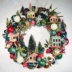 Some cheap ideas for Christmas Tree Projects - Christmas season is just around the corner and you may also have started some Christmas preparations. So have you thought of Christmas tree projects o. Christmas Some cheap ideas for Christmas Tree Projects Vintage Christmas Crafts, Retro Christmas Decorations, Noel Christmas, Christmas Projects, Winter Christmas, Holiday Crafts, Christmas Wreaths, Christmas Gifts, Christmas Houses