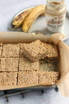Healthy and nutritious banana and peanut butter flapjacks sweetened with honey. These are gluten, dairy and refined sugar free. Honey Recipes, Peanut Butter Recipes, Baking Recipes, Peanut Butter Flapjacks, Peanut Butter Banana, Banana Flapjack, Banana Cookie Recipe, Yummy Things To Bake, Sweet Pastries