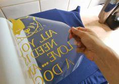 DIY T-shirt with Hot Fix  See here: http://customizando.net/como-customizar-camiseta-com-hot-fix/
