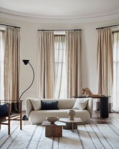 Beige Living Rooms, Small Living Rooms, Christian Liaigre, Curtains Living, Colorful Curtains, Beige Walls, Elle Decor, Soft Furnishings, Decoration