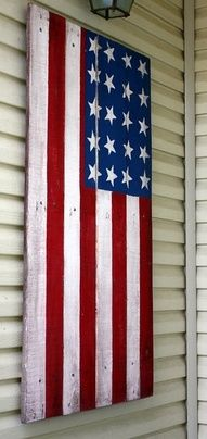 I {heart} this old piece of wood painted like a flag... I found here on Lotsa Stuff!