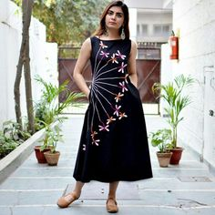 Same design but daisies or wishing flower instead of dragonflies Kurti Embroidery Design, Embroidery Fashion, Embroidery Dress, Indian Gowns Dresses, Indian Fashion Dresses, Kurti Designs Party Wear, Kurta Designs, Cotton Dresses Online, Evening Dresses Plus Size