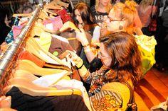 Swappen is het nieuwe shoppen. Lees meer over Eco Fashion Party's. Klik daarom op de foto.