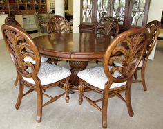 Beautiful TOMMY BAHAMA STYLE PEDESTAL DINING ROOM SET   60 Inch Round Table Plus 6  Chairs